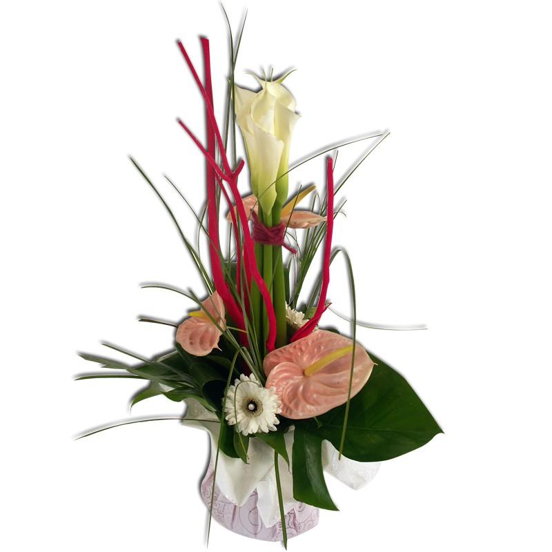 Bouquet en hauteur Prestance Un bouquet de fleurs plein de tendresse avec ses tonalités rose et blanches