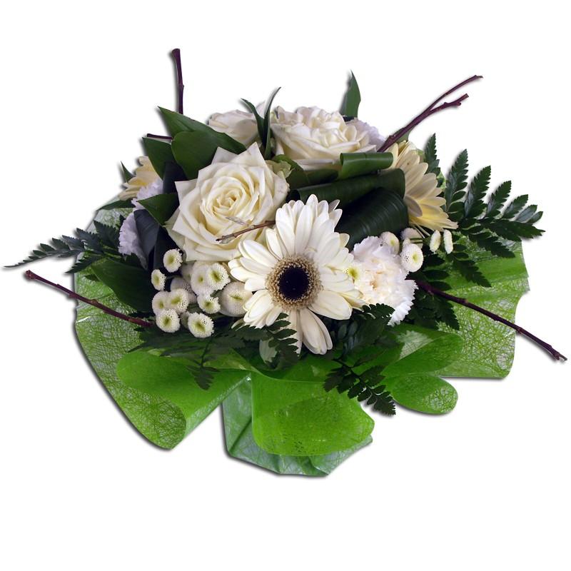 Bouquet rond de fleurs blanches Bouquet rond composé uniquement defleurs blanchesde saison dematricaires