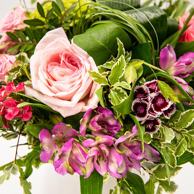 Bouquets aux tons pastels BOUQUET ROND MELANGEANT DE BELLES NOTES CONTRASTEES ROSE
