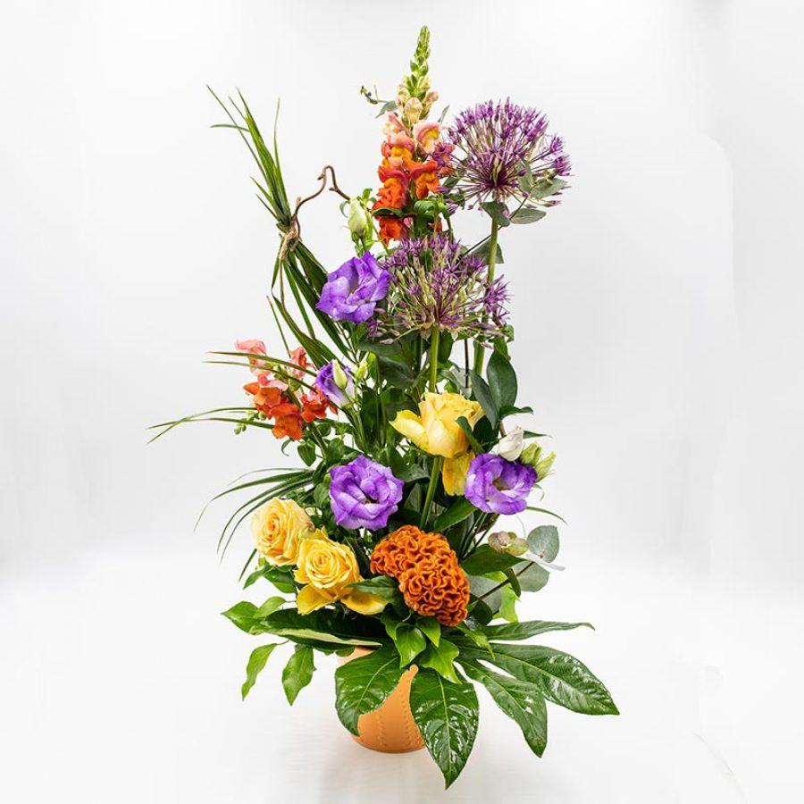 Composition nuance orange ELEGANTE COMPOSITION AUX TONS CHAUD ET CONTRASTE DE FLEURS DE SAISON.MODELE PRESENTE GENEREUX COMPOSE DE MUFLIERS